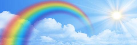 arcobaleno-sull-insegna-del-cielo-blu-49621364
